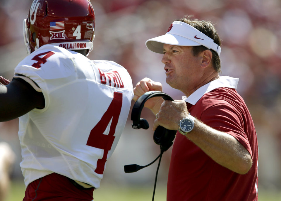 Photo - Oklahoma coach Bob Stoops shouts at Hatari Byrd (4) during the Red River Rivalry college football game between the University of Oklahoma Sooners (OU) and the Texas Longhorns (UT) at the Cotton Bowl Stadium in Dallas, Saturday, Oct. 10, 2015. Oklahoma lost 24-17. Photo by Bryan Terry, The Oklahoman
