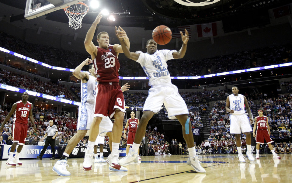 Photo - Oklahoma's Blake Griffin (23) and North Carolina's Ed Davis (32) fight for a rebound during the first half in the Elite Eight game of NCAA Men's Basketball Regional between the University of North Carolina and the University of Oklahoma at the FedEx Forum on Sunday, March 29, 2009, in Memphis, Tenn.