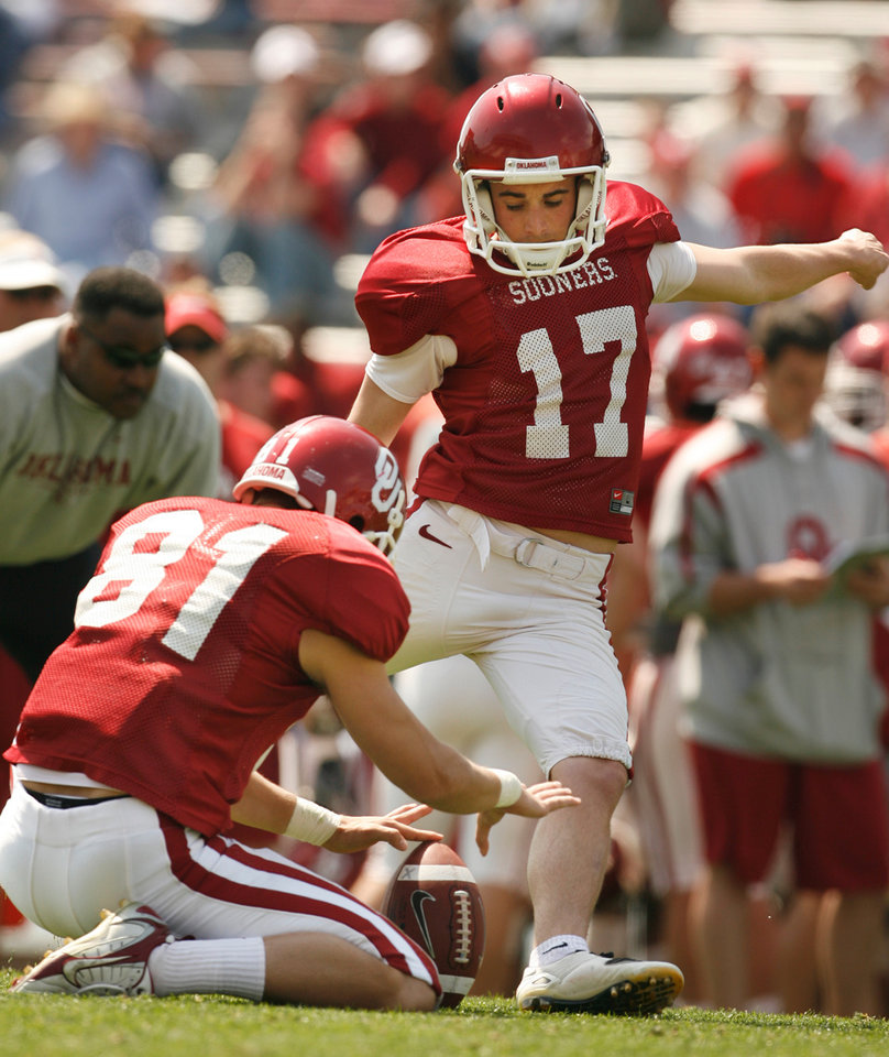 Photo - OU, SPRING FOOTBALL, SCRIMMAGE: Jimmy Stevens kicks as Carter Whitson holds during the University of Oklahoma college football team's scrimmage at Gaylord Family -- Oklahoma Memorial Stadium in Norman, Okla., Saturday, April 5, 2008   BY STEVE SISNEY ORG XMIT: kod