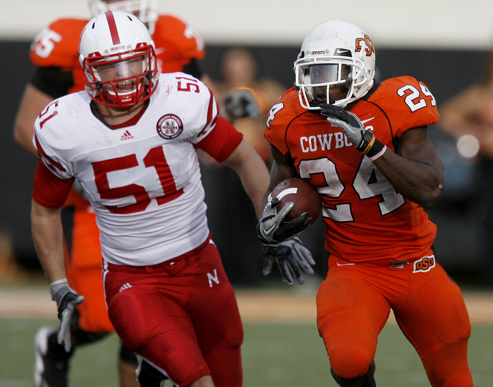 Photo - dOSU's Kendall Hunter runs past Nebraska's Will Compton during the college football game between the Oklahoma State Cowboys (OSU) and the Nebraska Huskers (NU) at Boone Pickens Stadium in Stillwater, Okla., Saturday, Oct. 23, 2010. Photo by Bryan Terry, The Oklahoman