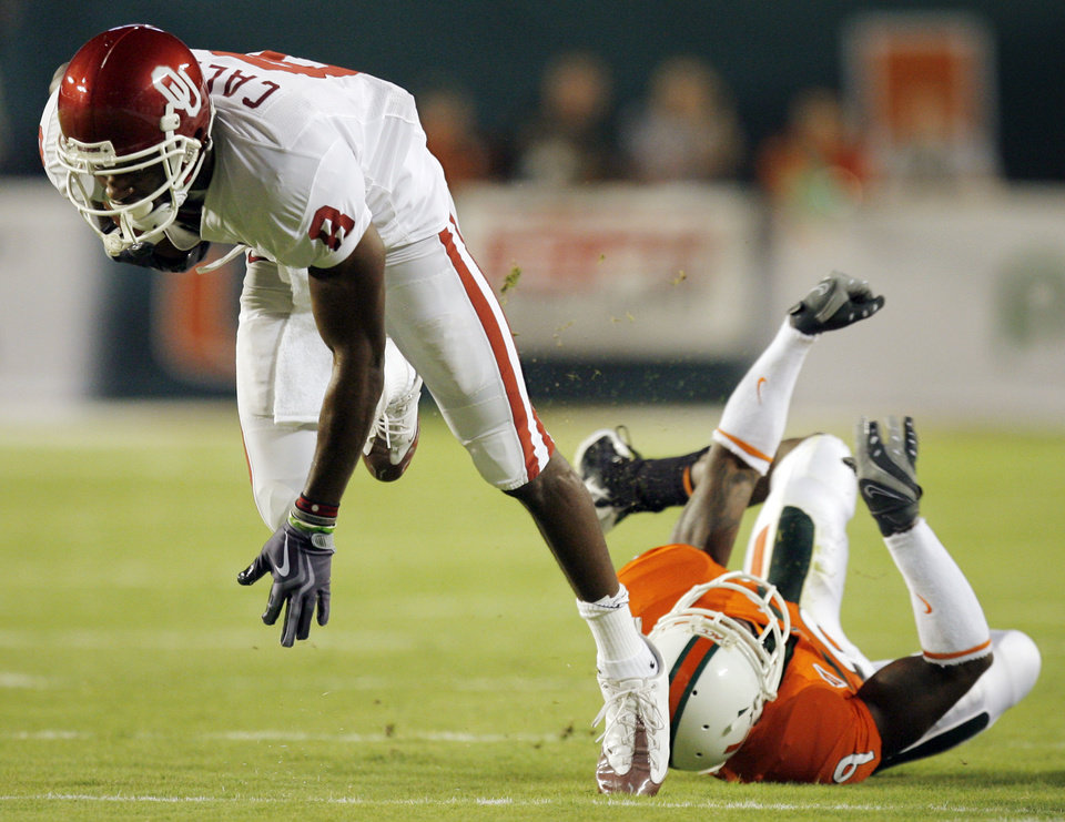 Photo - OU's Brandon Caleb (8) breaks away from Miami's Sam Shields (9) on a reception during the college football game between the University of Oklahoma (OU) Sooners and the University of Miami (UM) Hurricanes at Land Shark Stadium in Miami Gardens, Florida, Saturday, October 3, 2009. Photo by Nate Billings, The Oklahoman