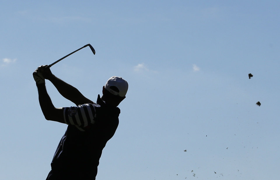Photo - USA's Tiger Woods hits a drive on the third hole during a singles match at the Ryder Cup PGA golf tournament Sunday, Sept. 30, 2012, at the Medinah Country Club in Medinah, Ill. (AP Photo/Charlie Riedel)  ORG XMIT: PGA143