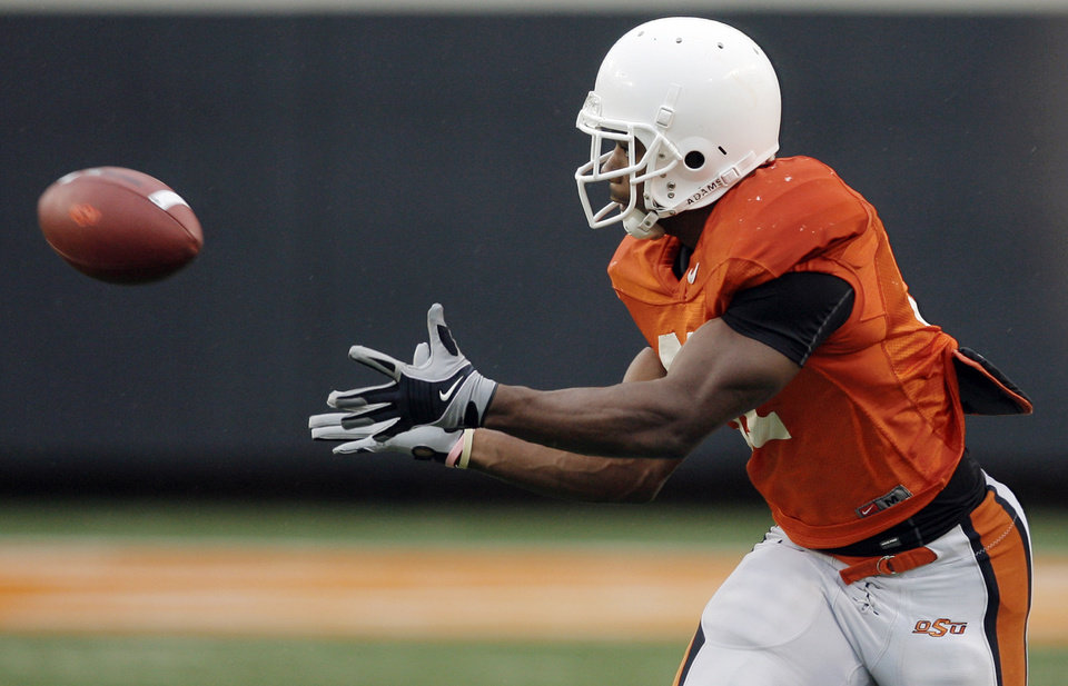 Photo - OSU's Jeremy Smith (31) catches a pass during the Oklahoma State Orange and White spring football game at Boone Pickens Stadium in Stillwater, Okla., Saturday, April 17, 2010. Photo by Nate Billings, The Oklahoman