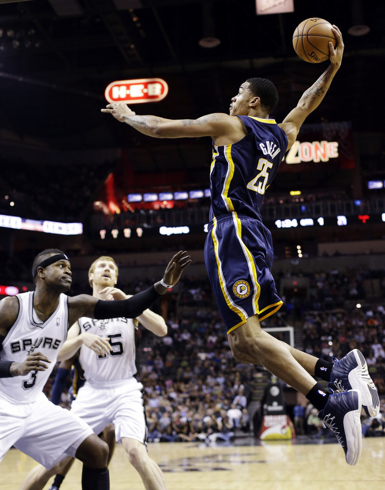 Photo -   Indiana Pacers' Gerald Green (25) scores over San Antonio Spurs' Stephen Jackson (3) and Matt Bonner (15) during the first quarter of an NBA basketball game, Monday, Nov. 5, 2012, in San Antonio. (AP Photo/Eric Gay)