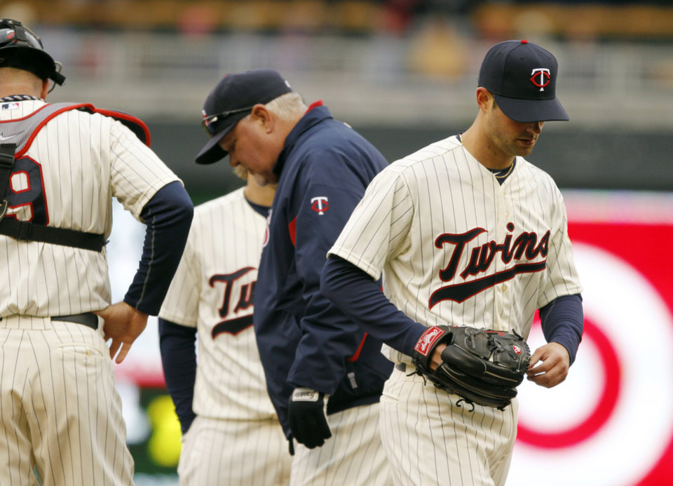 Minnesota Twins starting pitcher Scott Diamond, right, is taken out of the game against the New York Mets during the fifth inning of a baseball game Saturday, April 13, 2013, in Minneapolis. (AP Photo/Genevieve Ross)