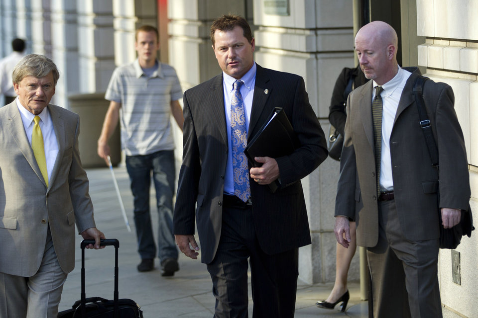 Photo -   Former Major League Baseball pitcher Roger Clemens leaves the E. Barrett Prettyman United States Court House as his retrial continues on charges that Clemens committed perjury when he told Congress in 2008 that he had never taken steroids or human growth hormone, Thursday, May 3, 2012, in Washington. (AP Photo/Evan Vucci)