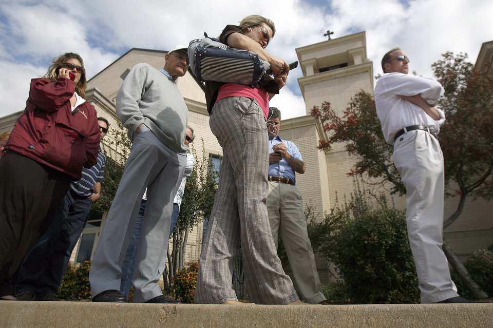 Photo - People wait in line to vote at St. Elijah Antiochian Church, Tuesday, Nov. 4, 2008, in Oklahoma City. PHOTO BY SARAH PHIPPS, THE OKLAHOMAN.
