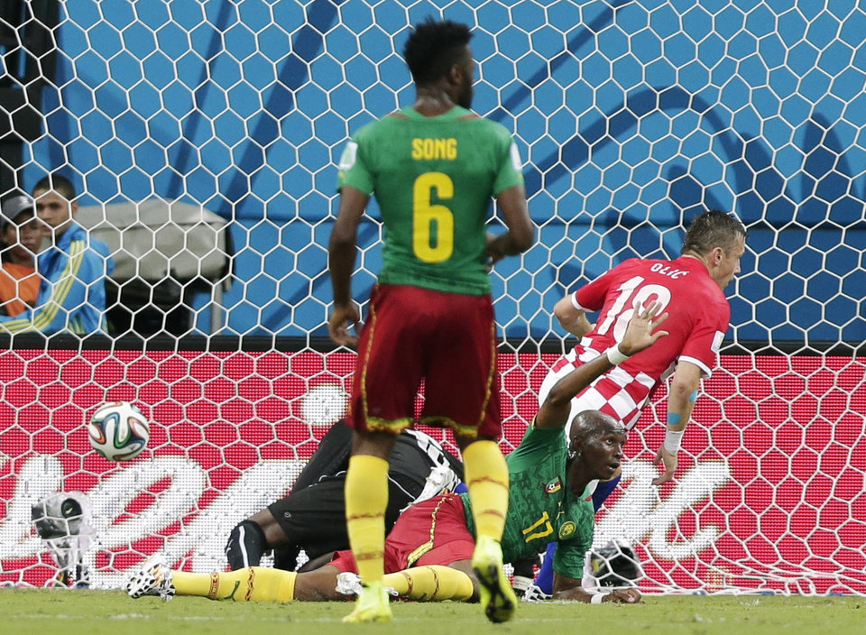 Photo - Croatia's Mario Mandzukic (17) waves to the referee after Croatia's Ivica Olic, right, scored his side's first goal during the group A World Cup soccer match between Cameroon and Croatia at the Arena da Amazonia in Manaus, Brazil, Wednesday, June 18, 2014.  (AP Photo/Marcio Jose Sanchez)