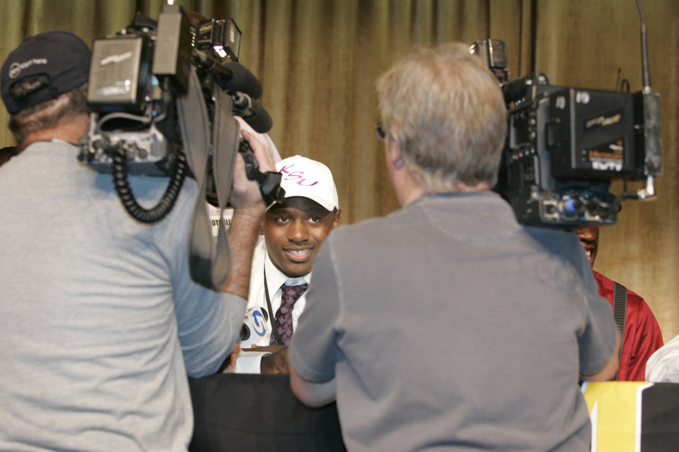 Photo - Midwest City's Timothy Flanders talks with the media after he signed with Kansas State in Midwest City, Oklahoma February 4, 2009.  BY STEVE GOOCH, THE  OKLAHOMAN.  ORG XMIT: KOD