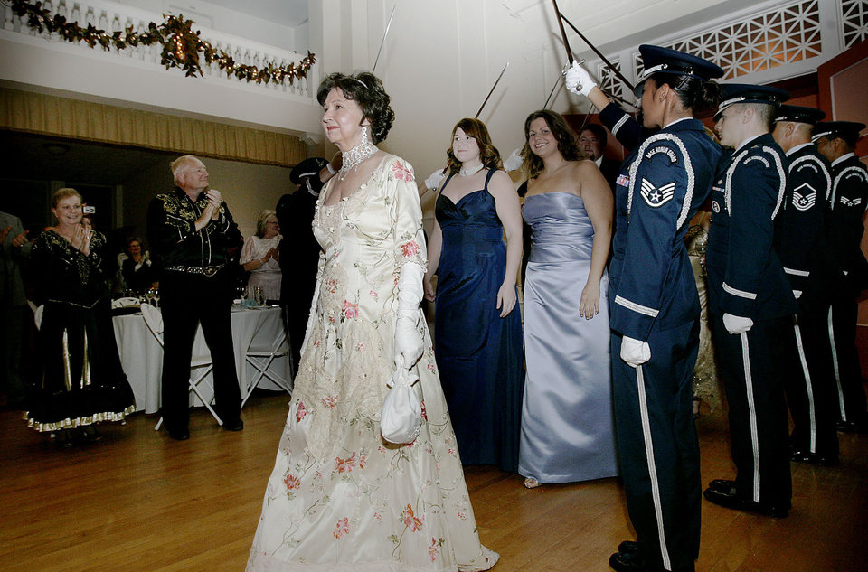 Photo - Margaret Haskell Potter, a decendent of Oklahoma's first Governor Charles Haskell, wears a replica of the dress Oklahoma's first First Lady Lillian Haskell wore on Statehood day in 1907, as she and other Haskell family members arrive at the Oklahoma Centennial Statehood Inaugural Ball, Saturday, Nov. 17, 2007, at the Guthrie Scottish Rite Masonic Center, in Guthrie, Okla. By Bill Waugh, The Oklahoman