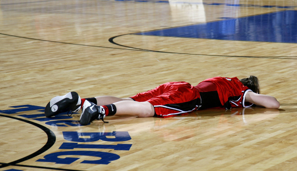 Photo - Ft. Gibson player Taylor Wilson (5) reacts to the Lady Tiger's loss to Vinita during the girls 4A semifinal Friday, March 13, 2009, in Oklahoma City. PHOTO BY SARAH PHIPPS, THE OKLAHOMAN