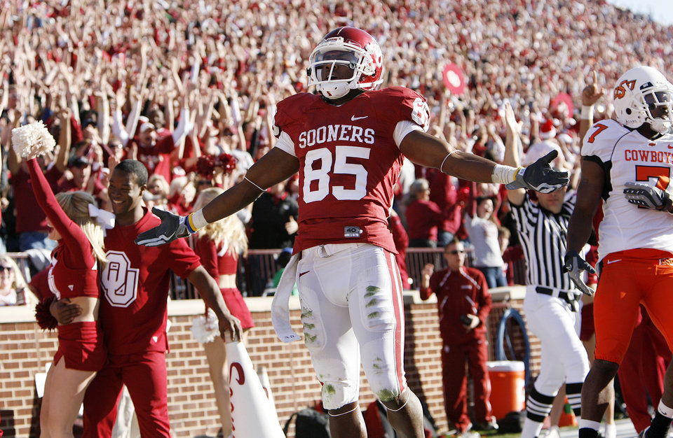 Photo - Oklahoma's Ryan Broyles (85) reacts after his punt return for a touchdown during the second half of the Bedlam college football game between the University of Oklahoma Sooners (OU) and the Oklahoma State University Cowboys (OSU) at the Gaylord Family-Oklahoma Memorial Stadium on Saturday, Nov. 28, 2009, in Norman, Okla.