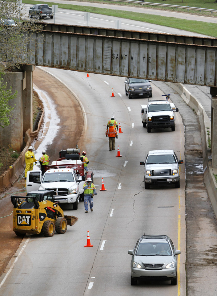 Crews work to clear a drain that caused flooding on Interstate 235 near NE 50 in Oklahoma City, Thursday. Photo By Steve Gooch, The Oklahoman <strong>Steve Gooch - The Oklahoman</strong>