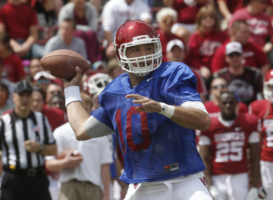 Oklahoma quarterback Blake Bell passes during the annual Oklahoma spring intra-squad NCAA college football game in Norman, Okla., Saturday, April 13, 2013. (AP Photo/Sue Ogrocki) ORG XMIT: OKSO105