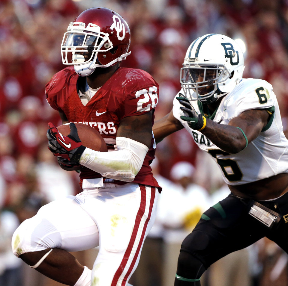 Photo - Oklahoma Sooner Damien Williams (26) scores chased by Baylor Bear's Ahmad Dixon (6) during the the second half of the college football game where  the University of Oklahoma Sooners (OU) defeated the Baylor University Bears (BU) 42-34 at Gaylord Family-Oklahoma Memorial Stadium in Norman, Okla., Saturday, Nov. 10, 2012.  Photo by Steve Sisney, The Oklahoman