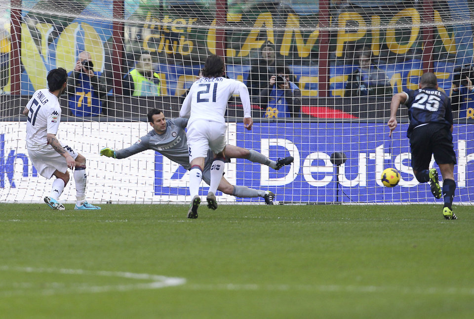 Photo - Cagliari forward Mauricio Pinilla, left, of Chile, scores on a penalty kick during the Serie A soccer match between Inter Milan and Cagliari at the San Siro stadium in Milan, Italy, Sunday, Feb. 23, 2014. (AP Photo/Antonio Calanni)