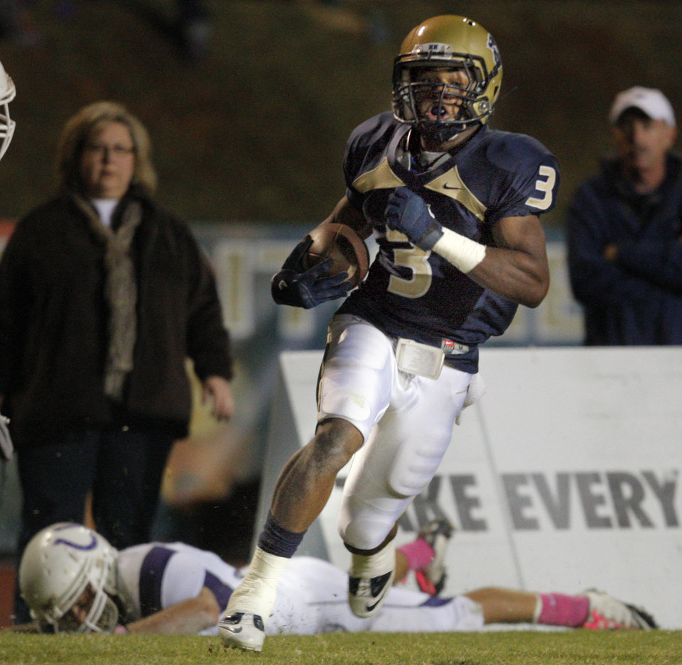 Photo - Heritage Hall's Sterling Shepard scores a touchdown during the high school football game between Heritage Hall and Bethany at Heritage Hall in Oklahoma City, Friday, Oct. 28, 2011. Photo by Sarah Phipps, The Oklahoman