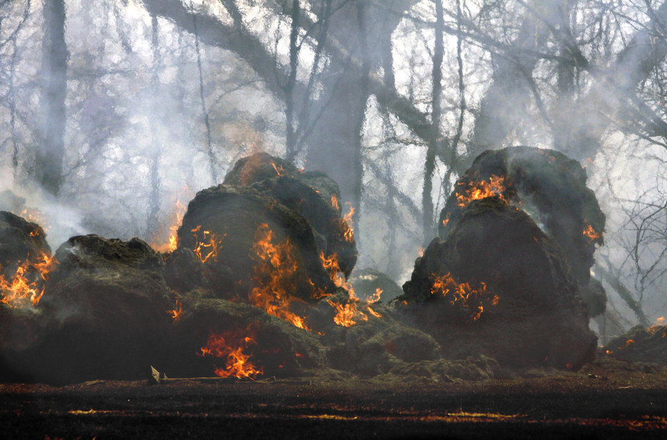 Photo - a large grass fire on Friday, March 11, 2011, in Goldsby, Okla. Photo by Steve Sisney, The Oklahoman