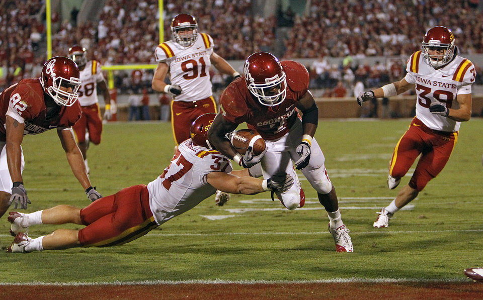 Photo - Oklahoma's DeMarco Murray (7) gets past Iowa State's Michael O'Connell (37) for a touchdown during the second half of the college football game between the University of Oklahoma Sooners (OU) and the Iowa State Cyclones (ISU) at the Gaylord Family-Oklahoma Memorial Stadium on Saturday, Oct. 16, 2010, in Norman, Okla.  Photo by Chris Landsberger, The Oklahoman