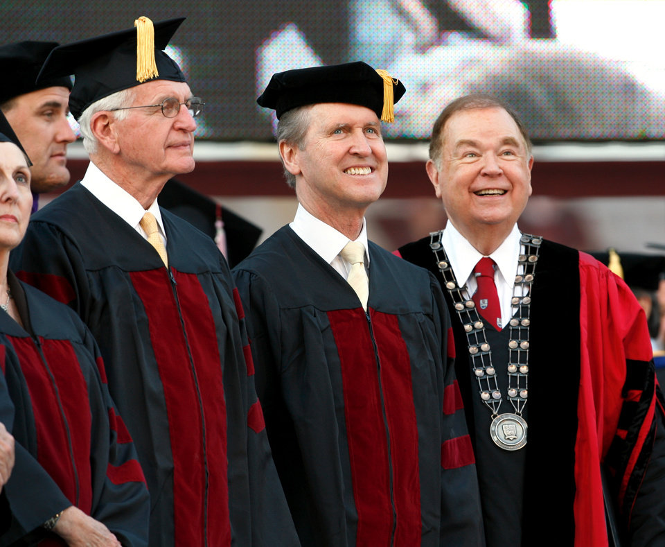 Photo - WILLIAM COHEN, DAVID BOREN, GRADUATION: Honorary degree recipients Jon Rex Jones of Albany, Texas, and former U.S. Secretary of Defense William S. Cohen (center) take the stage with University of Oklahoma President David L. Boren (right) during commencement for the University of Oklahoma (OU) in Norman, Oklahoma on Friday, May 9, 2008.  Cohen was the commencement speaker. BY STEVE SISNEY, THE OKLAHOMAN    ORG XMIT: KOD