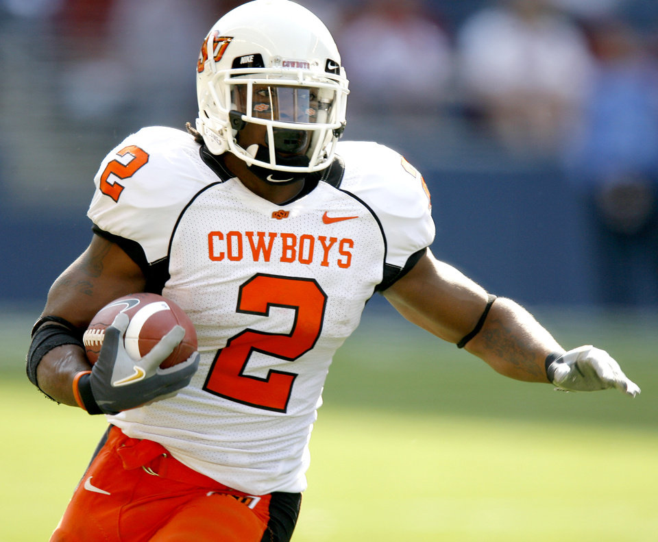 Photo - Beau Johnson of OSU runs during the college football game between Oklahoma State University (OSU) and Washington State at Qwest Field in Seattle, Wash., Saturday, August 30, 2008.  BY BRYAN TERRY, THE OKLAHOMAN ORG XMIT: KOD