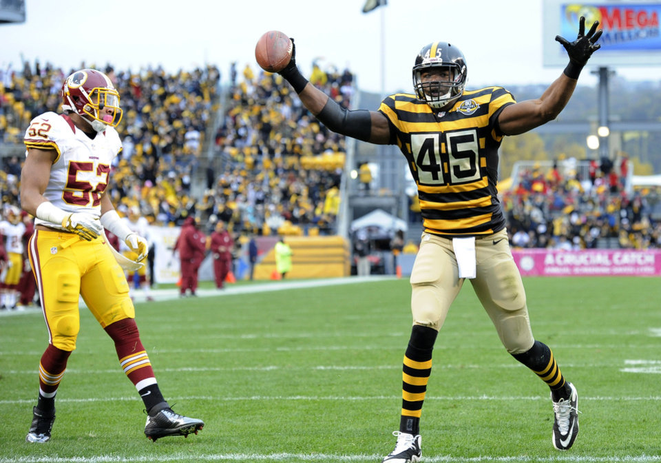 Photo -   Pittsburgh Steelers tight end Leonard Pope (45) celebrates a touchdown catch as Washington Redskins linebacker Keenan Robinson (52) walks by in the first quarter during an NFL football game on Sunday, Oct. 28, 2012, in Pittsburgh. (AP Photo/Don Wright)