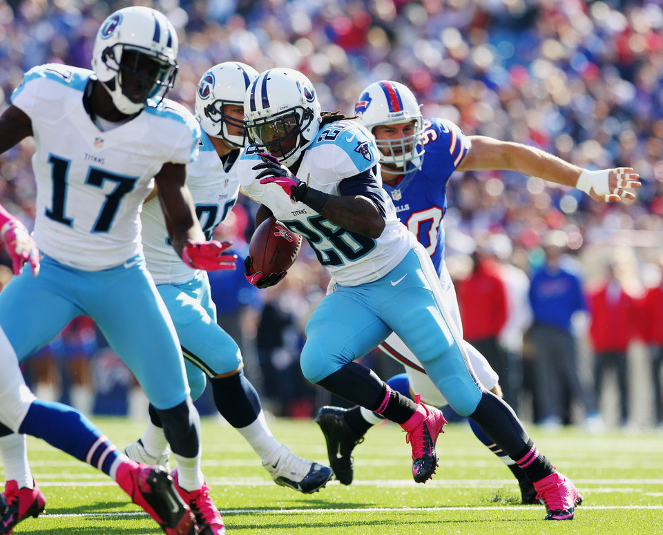Photo -   Tennessee Titans running back Chris Johnson (28) runs for a touchdown against the Buffalo Bills during the first half of an NFL football game in Orchard Park, N.Y., Sunday, Oct. 21, 2012. (AP Photo/Bill Wippert)