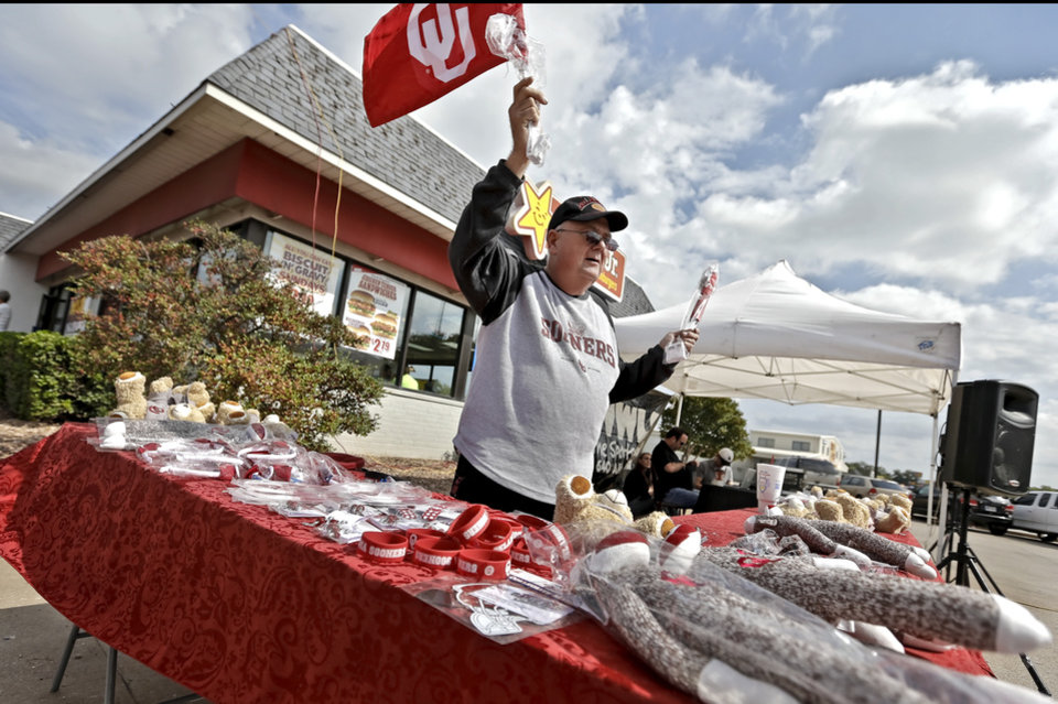 Photo - FANS / UNIVERSITY OF OKLAHOMA / COLLEGE FOOTBALL: A vendor waves an OU car flag as he tries to make a sale during the Bevo Bash on Friday, Oct. 12, 2012, in Marietta, Okla. Photo by Chris Landsberger, The Oklahoman