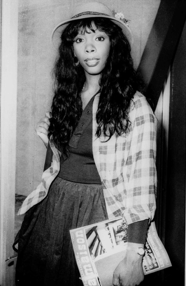 "Photo -   FILE - In this Oct. 21, 1977 file photo, Donna Summer, 27, arrives at Heathrow Airport from Paris. Summer, the Queen of Disco who ruled the dance floors with anthems like ""Last Dance,"" ""Love to Love You Baby"" and ""Bad Girl,"" has died. Her family released a statement, saying Summer died Thursday, May 17, 2012. She was 63. (AP Photo/File)"