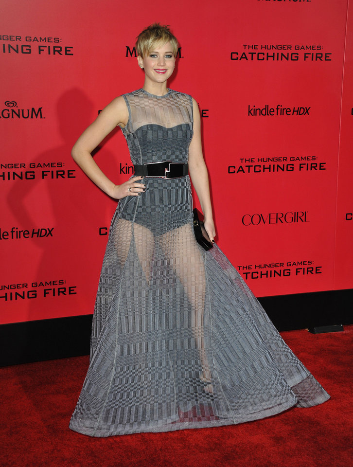 Photo - Jennifer Lawrence arrives at the Los Angeles premiere of