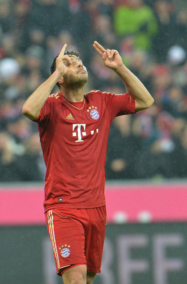 Munich's Claudio Pizarro of Peru celebrates after scoring during their  German first division Bundesliga soccer match between FC Bayern Munich and SV Hamburg  in Munich, Germany, Saturday, March 30, 2013. (AP Photo/Kerstin Joensson)