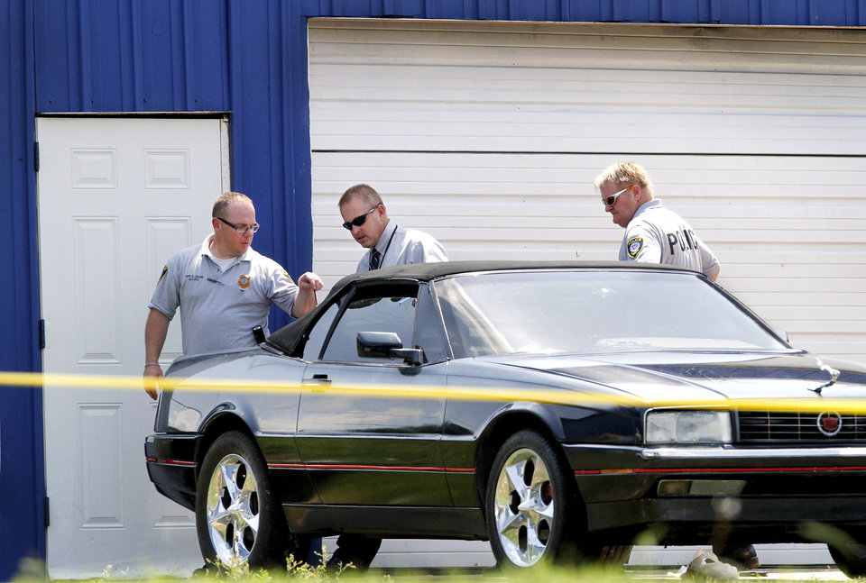 Photo - Crime scene technicians and detectives investigate a shooting Monday in the 900 block of SW 27.