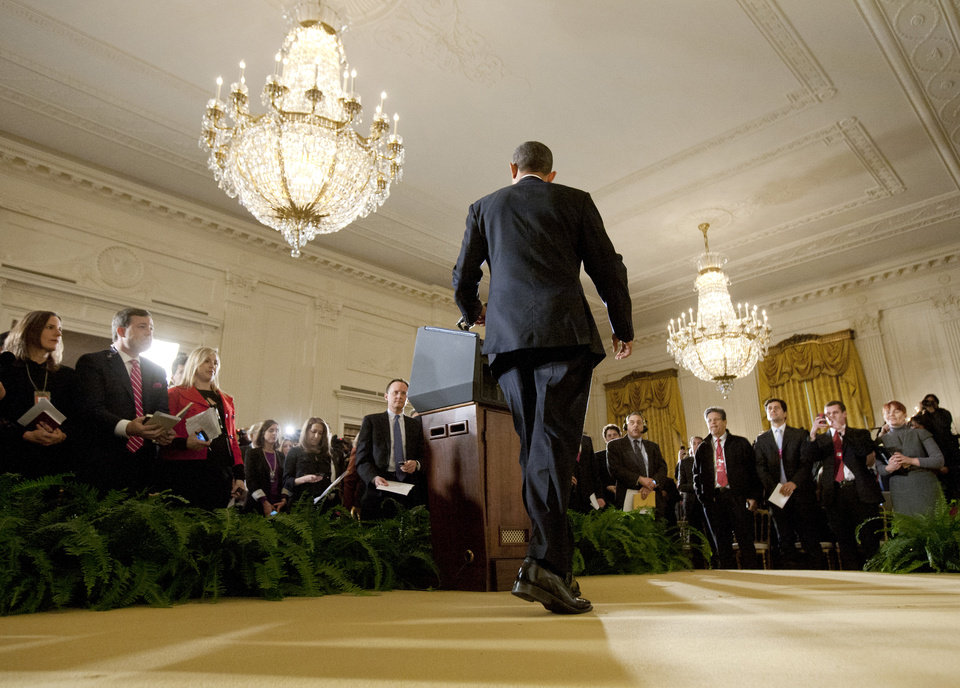 Photo -   President Barack Obama walks to the podium as he arrives for a news conference in the East Room of the White House, Wednesday, Nov. 14, 2012 in Washington. (AP Photo/Carolyn Kaster)