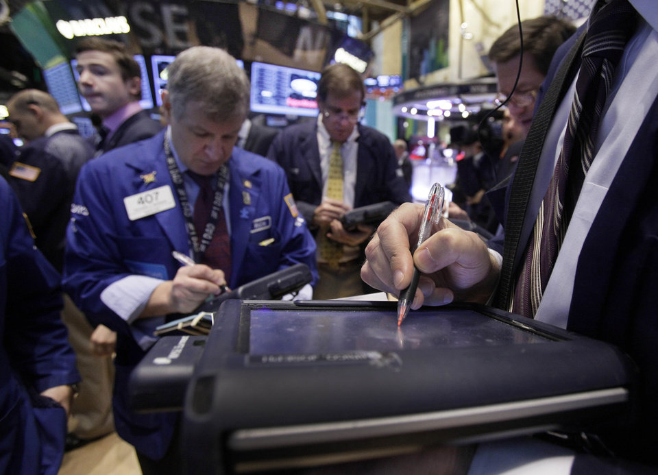 Photo -   Traders work on the floor of the New York Stock Exchange Thursday, Oct. 18, 2012. The U.S. stock market headed slightly lower on Thursday, following a leap in claims for unemployment benefits and weak results from American Express. (AP Photo/Richard Drew)