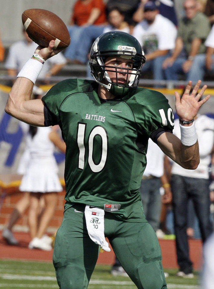 Photo - NATIONAL SIGNING DAY / SIGN / SIGNED / HIGH SCHOOL FOOTBALL: University of Oklahoma (OU) quarterback signee Trevor Knight throws a pass during a high school game in Nov. 2011. PHOTO COURTESY SAN ANTONIO EXPRESS-NEWS