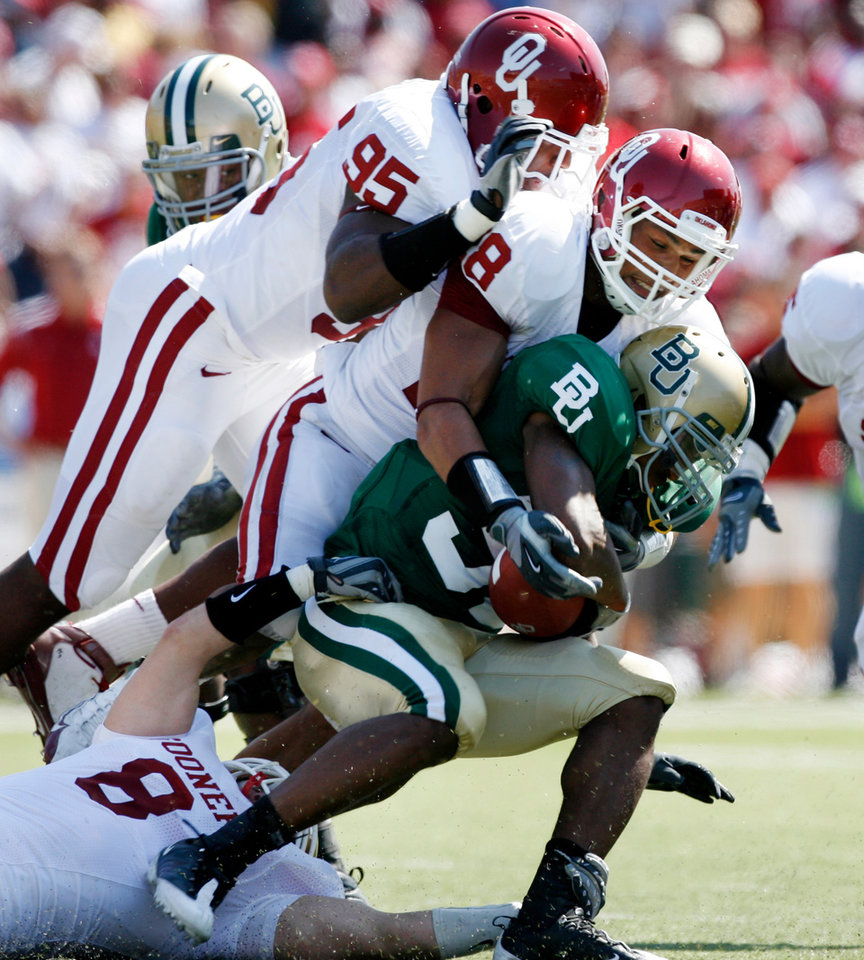 Jay Finley is brought down by Alan Davis (95) and Travis Lewis (28) in the first half during the college football game between Oklahoma (OU) and Baylor University at Floyd Casey Stadium in Waco, Texas, Saturday, October 4, 2008.   BY STEVE SISNEY, THE OKLAHOMAN ORG XMIT: KOD