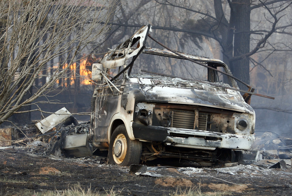 Photo - FIRE / DAMAGE: A burned out motor home was in the path of wildfires which destroyed 12 structures in Lindsay, Okla. on Thursday, April 9, 2009.      Photo by Steve Sisney, The Oklahoman ORG XMIT: KOD