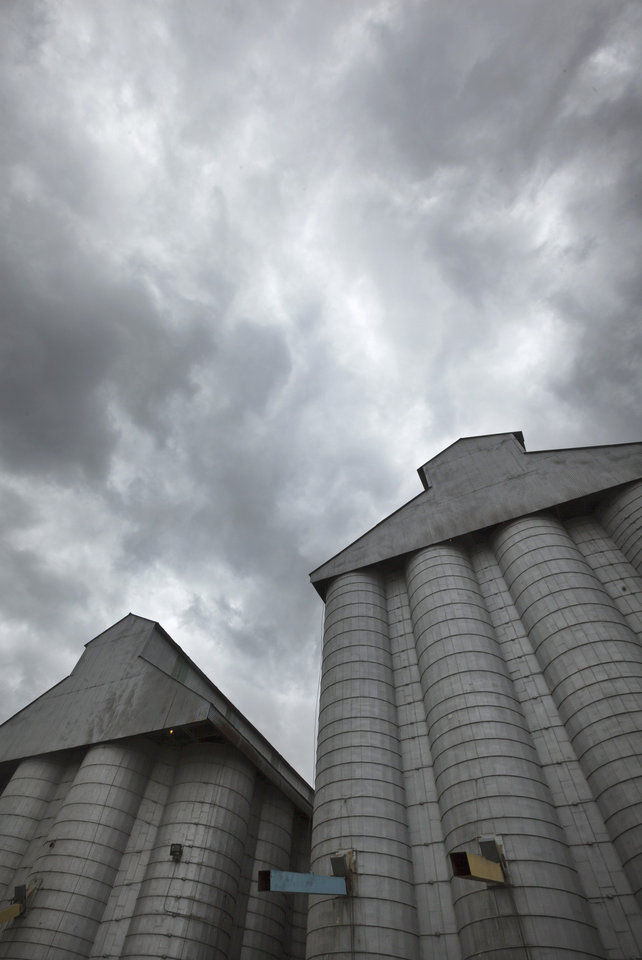 Photo -   Storm clouds leading remnants of Hurricane Isaac gather in the skies over a grain elevator in England, Ark., Thursday, Aug. 30, 2012. With the storms approaching many farm states, some farmers wonder whether too much relief is on the horizon. (AP Photo/Danny Johnston)