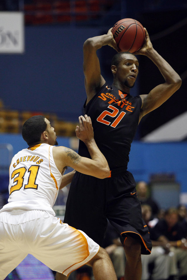 Tennessee's Quiton Chievous, left, pressures Oklahoma State's Kamari Murphy during a NCAA college basketball game in Bayamon, Puerto Rico, Friday, Nov. 16, 2012. (AP Photo/Ricardo Arduengo) ORG XMIT: SJU101