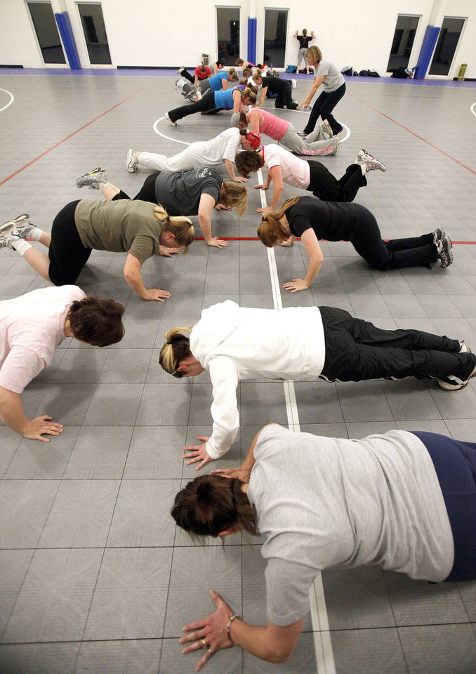 Photo - The class does push-ups.