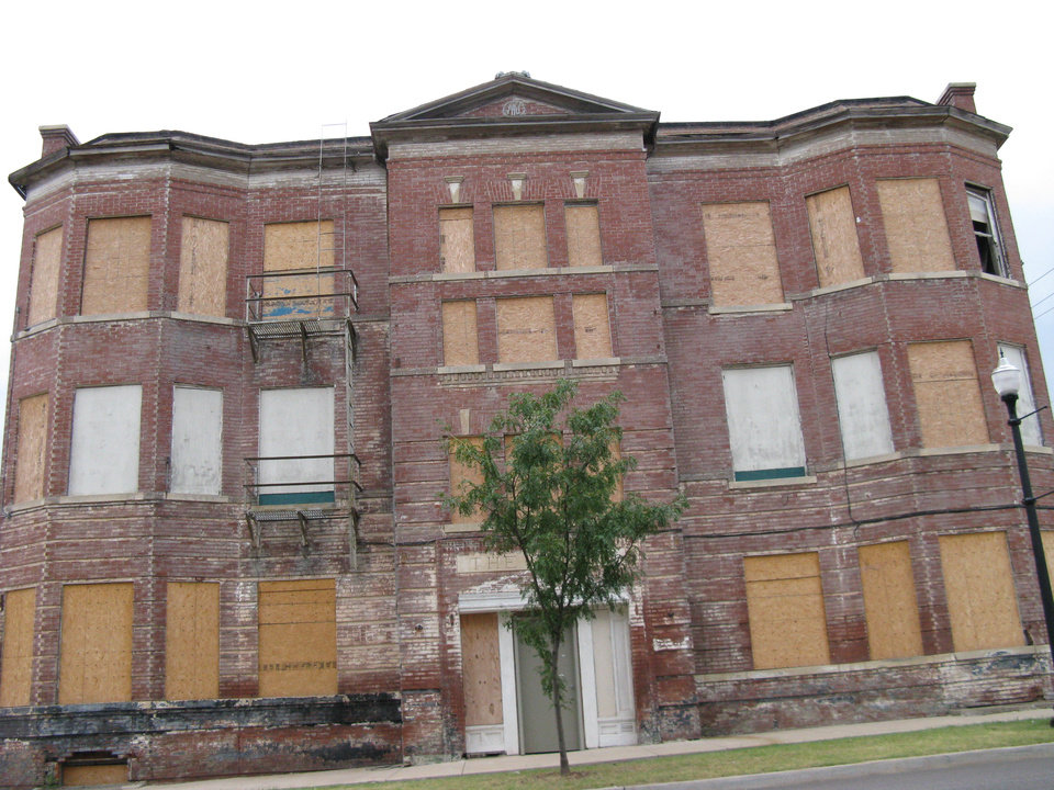 Photo - Banta once reported he hoped to have new windows installed at the former Hotel Marion by late 2007. The building at NW 10 and Broadway remains empty and boarded up.     PHOTO BY STEVE LACKMEYER/THE OKLAHOMAN     ORG XMIT: 0808082214402859