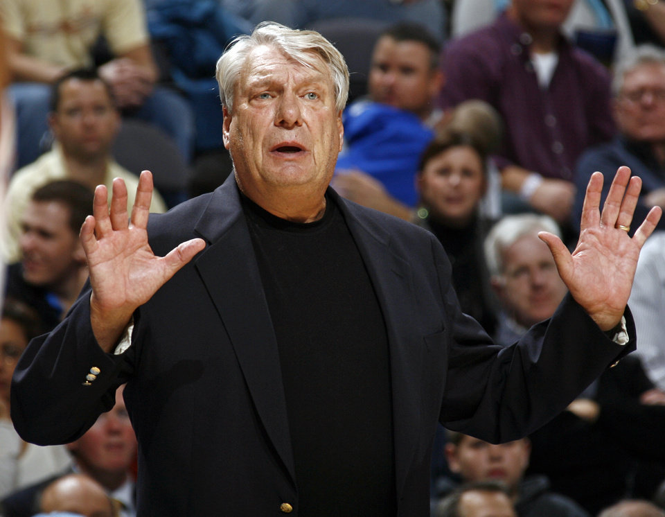 Golden Warriors head coach Don Nelson gives his team instructions in the second half during the NBA basketball game between the Golden State Warriors and the Oklahoma City Thunder at the Ford Center in Oklahoma City, Monday, December 8, 2008. Golden State won, 112-102.  BY NATE BILLINGS, THE OKLAHOMAN