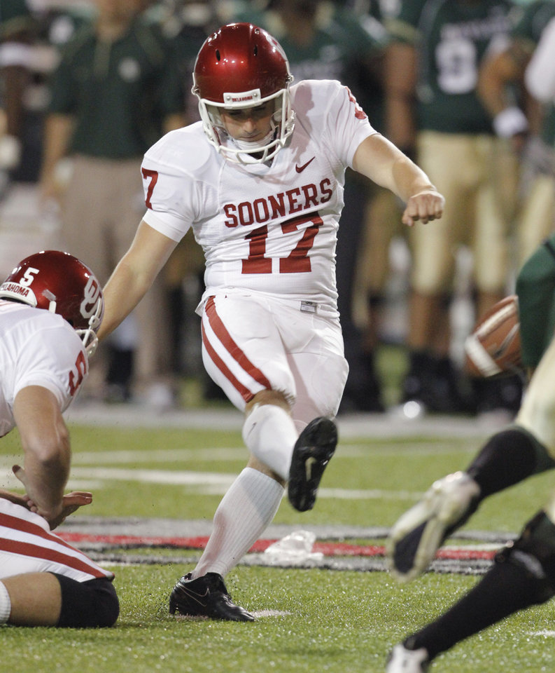 Photo - Jimmy Stevens (17) kicks a field goal during the first half of the college football game between the University of Oklahoma Sooners (OU) and the Baylor Bears (BU) at Floyd Casey Stadium on Saturday, November 20, 2010, in Waco, Texas.   Photo by Steve Sisney, The Oklahoman