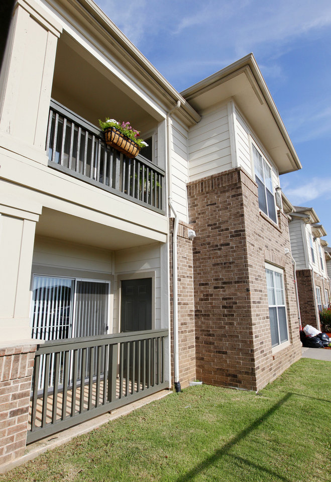 Photo - A view of Legacy Crossing apartments, 3131 SW 89.  PAUL B. SOUTHERLAND - The Oklahoman