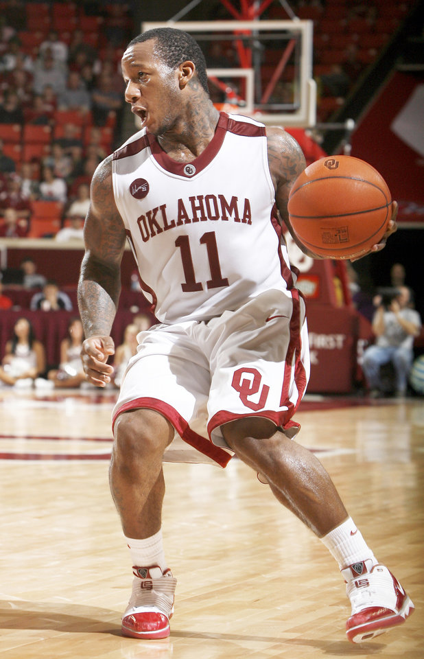Photo - OU's Tommy Mason-Griffin drives to the basket Wednesday. Photo by Sarah Phipps,  The Oklahoman