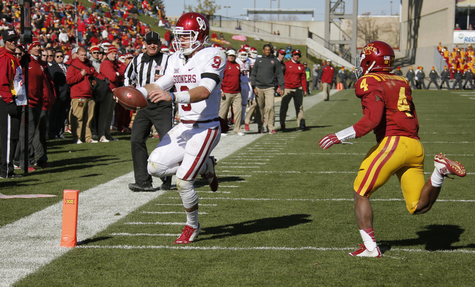 Photo - Oklahoma's Trevor Knight (9) runs for a touchdown past Iowa State's Sam E. Richardson (4) during a college football game between the University of Oklahoma Sooners (OU) and the Iowa State Cyclones (ISU) at Jack Trice Stadium in Ames, Iowa, Saturday, Nov. 1, 2014. Photo by Bryan Terry, The Oklahoman