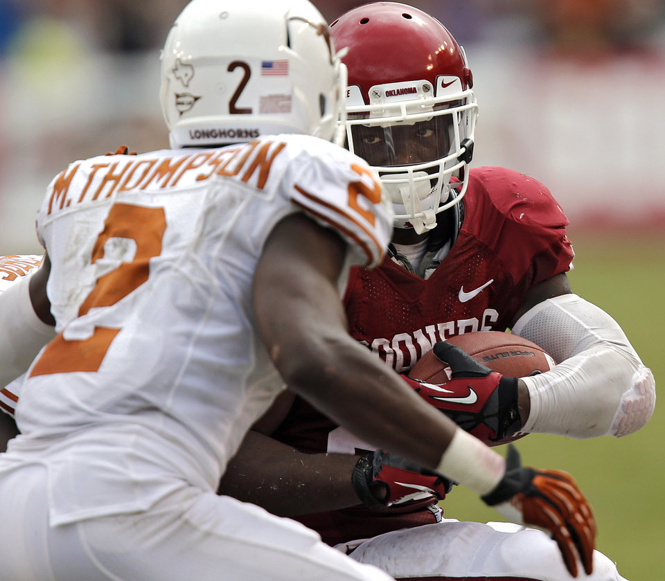 Photo - OU's Damien Williams (26) looks to get past UT's Mykkele Thompson (2) during the Red River Rivalry college football game between the University of Oklahoma (OU) and the University of Texas (UT) at the Cotton Bowl in Dallas, Saturday, Oct. 13, 2012. Photo by Chris Landsberger, The Oklahoman
