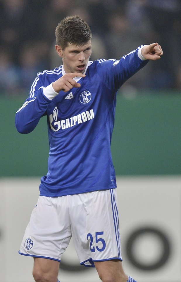 Photo - Schalke's Klaas-Jan Huntelaar of the Netherlands celebrates scoring his side's first goal during the German soccer cup match between FC Schalke 04 and FSV Mainz 05 in Gelsenkirchen Tuesday, Dec. 18, 2012. (AP Photo/Martin Meissner)
