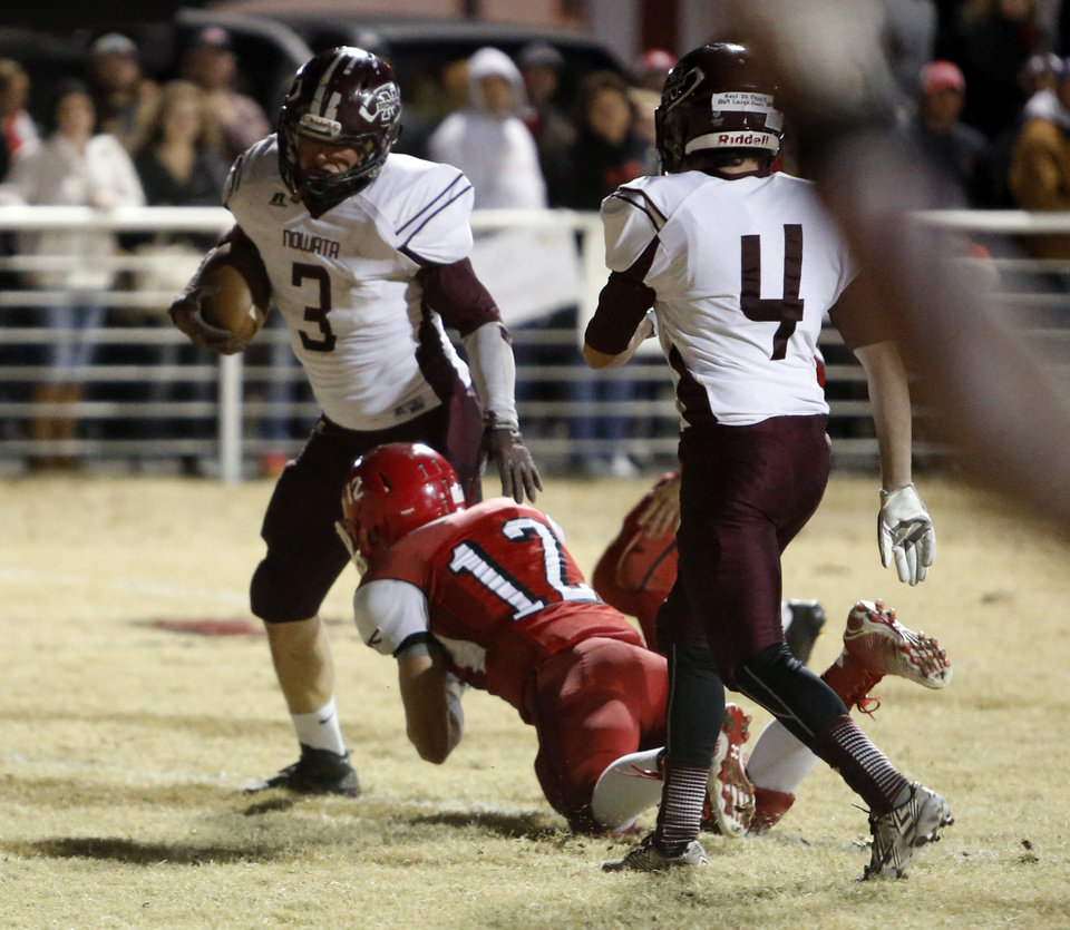 Photo - Bryce Bell  scores in the second quarter as the Nowata Ironmen play the Washington Warriors in high school football on Friday, Nov. 28, 2014 in Washington, Okla. Photo by Steve Sisney, The Oklahoman