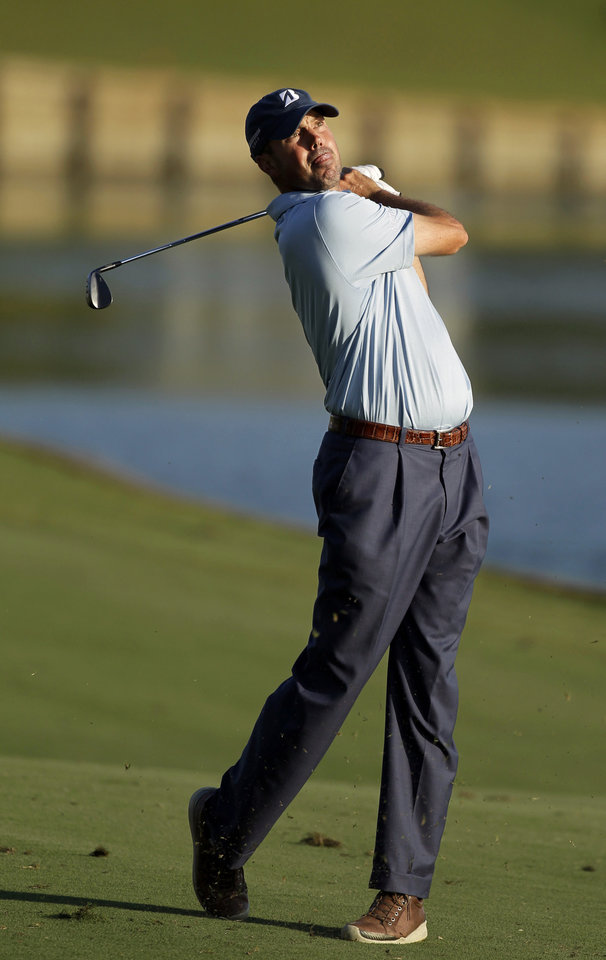 Photo -   Matt Kuchar hits from the 18th fairway during the second round of the Players Championship golf tournament at TPC Sawgrass, Friday, May 11, 2012, in Ponte Vedra Beach, Fla. (AP Photo/Chris O'Meara)